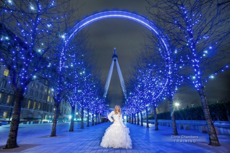 Bride with the London Eye in Lonndon Engalnd. Wedding photography training course